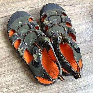 OP boys sandal, size 6